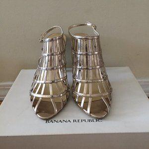 Banana Republic Gold Sandals Size 7 (Like New)
